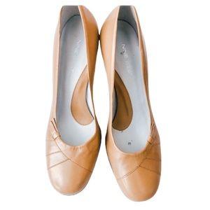 Beige heels 👠